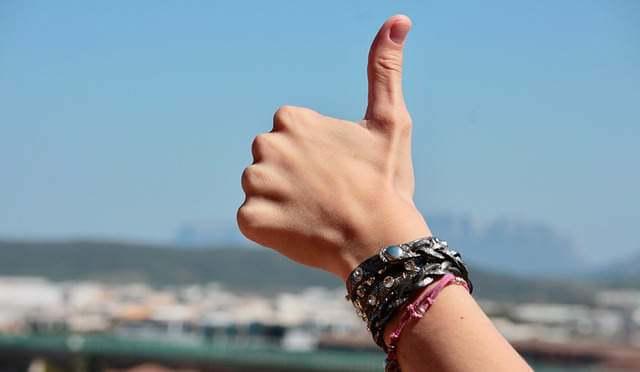 hands-thumbs-up