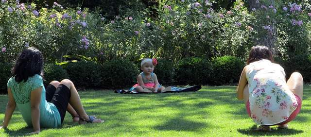 picnic family garden - The Amazing Health Benefits of Gardening