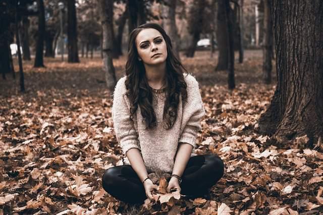 sadness-alone-women-park
