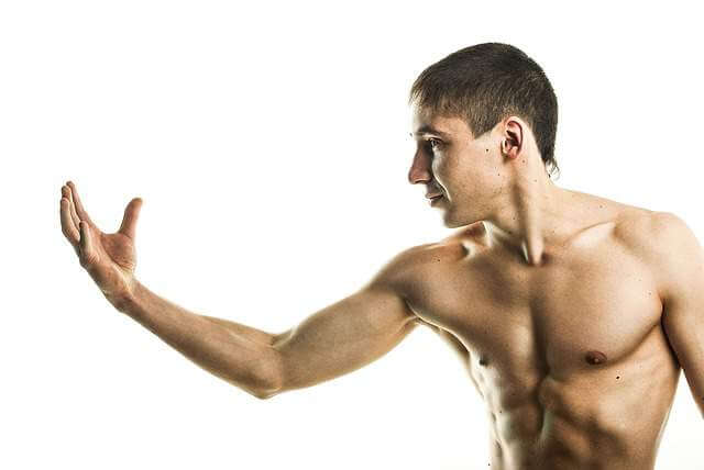 guy-grwoing muscle