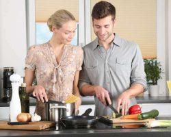 woman-kitchen-man-everyday-life