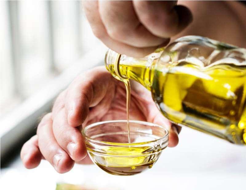 hands-pouring-virgin-olive-oil