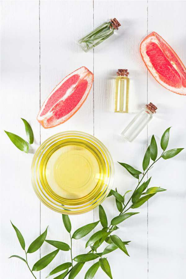 essential-oil-in-glass-bottle-with-fresh-juicy