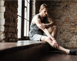 portrait-of-a-fitness-man-suffering-from-a-leg