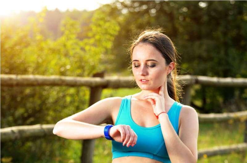 woman-using-fitness-bracelet