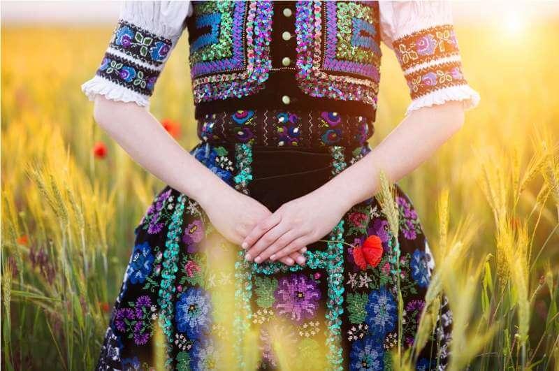 detail-of-woman-dress-in-sunlight