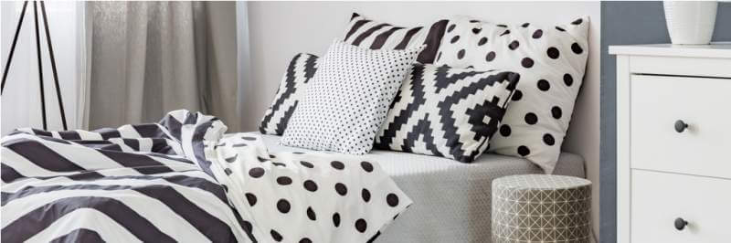 black-and-white-bed