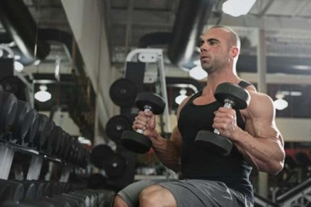 bodybuilder-working-out-with-bumbbells-weights