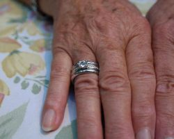 hands-ageing