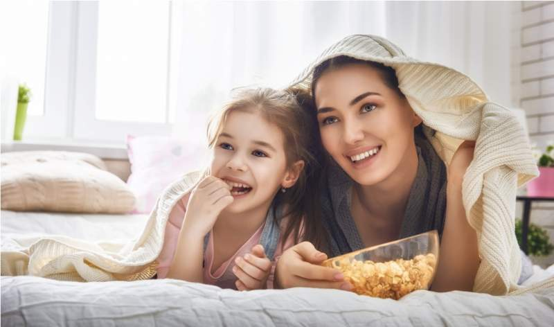 mother-and-daughter-eating-popcorn-