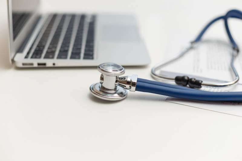 stethoscope-and-laptop-on-doctor-working-desk