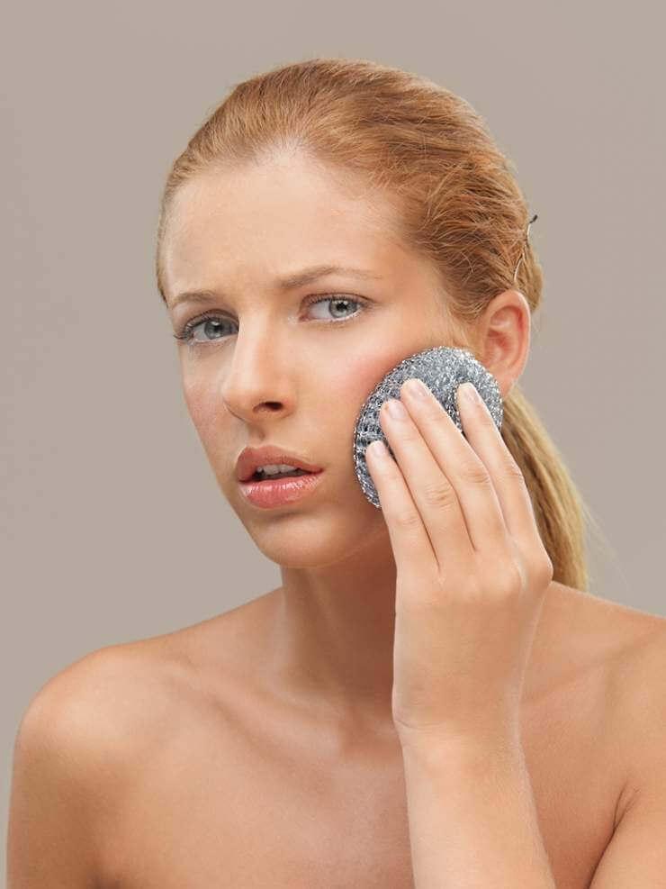 woman-using-metal-dish-scrubber-face