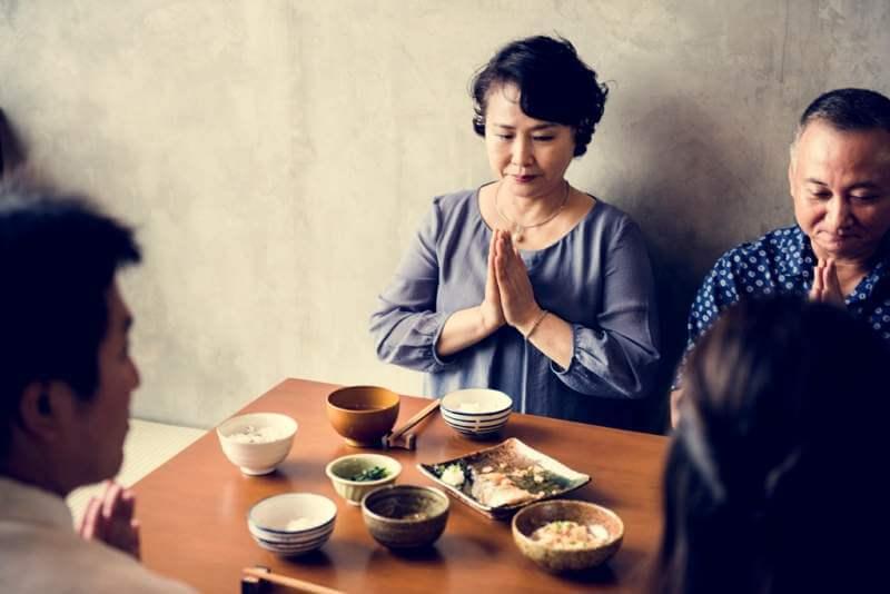 japanese-family-eating