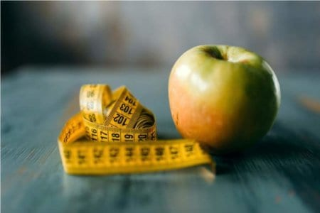 apple-and-measuring-tape-weight-loss-diet