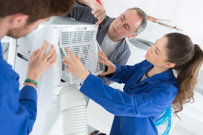 trainees-working-on-an-air-conditioning-unit