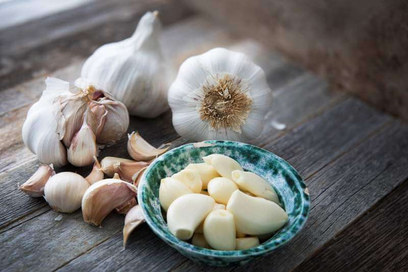 cooking-with-garlic