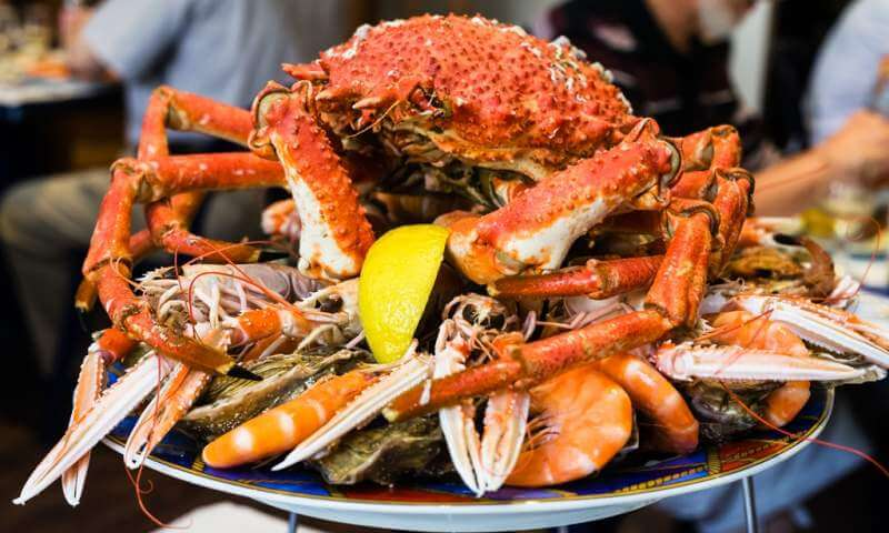 atlantic-crab-on-seafood-plate