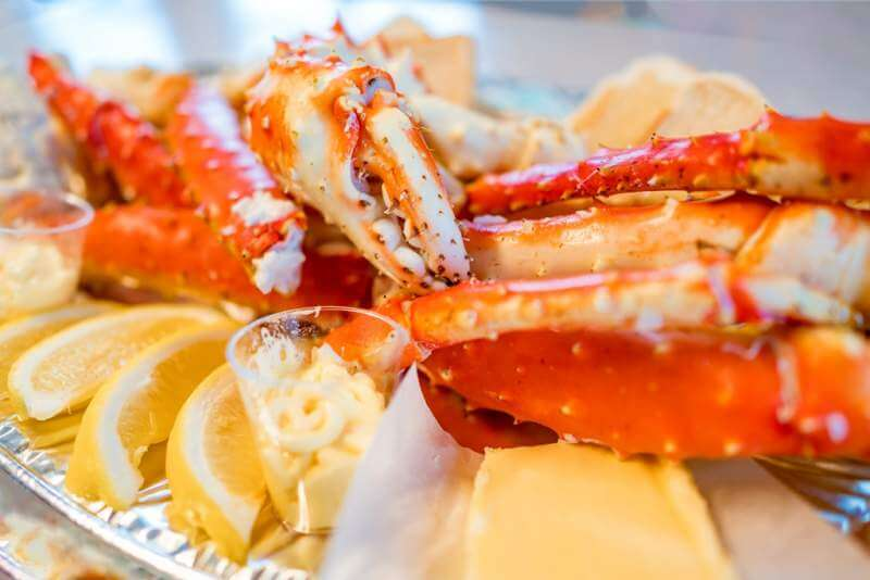 red-king-crab-legs-with-fresh-lemon-slices