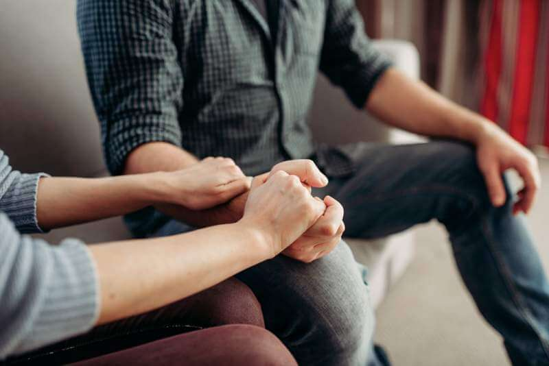 couple-hold-hands-family-psychology-support