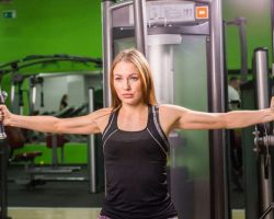 young-fitness-woman-execute-exercise-with