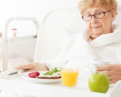 elder-eating-meal-at-hospital
