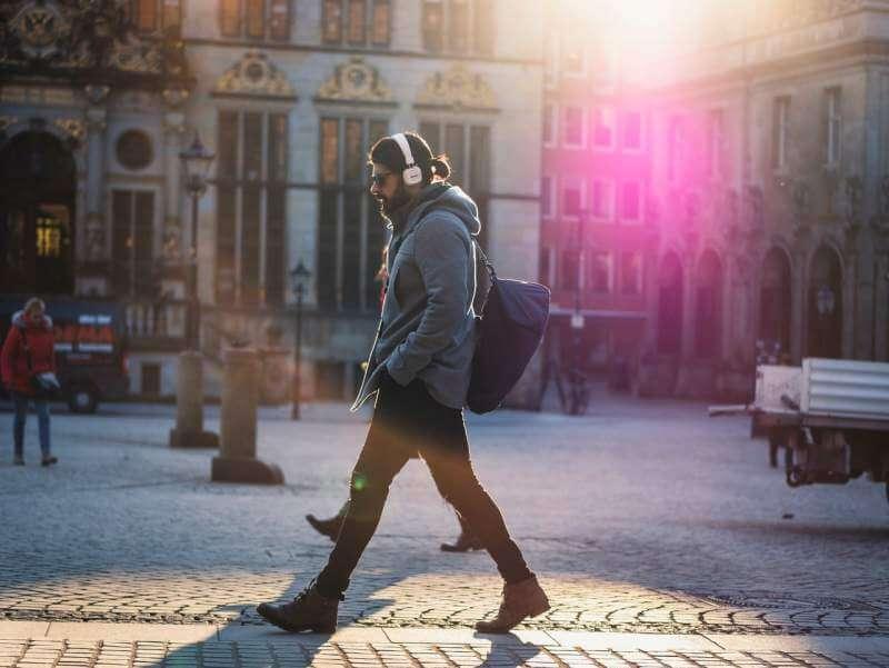 men-walking-music