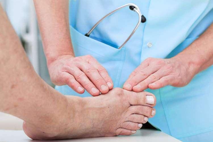 Doctor-examine-ankle