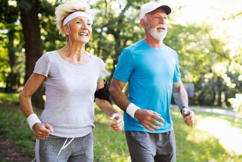 beautiful-sporty-mature-couple-styaing-fit