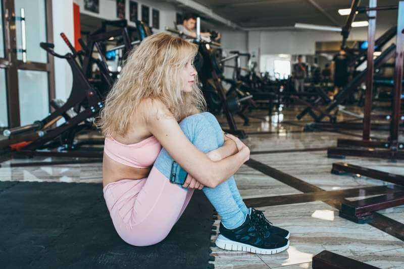 girl-sits-on-the-floor-in-the-gym-