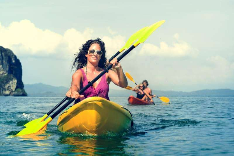 kayaking-tropical-vacation-trip-tourist-boat