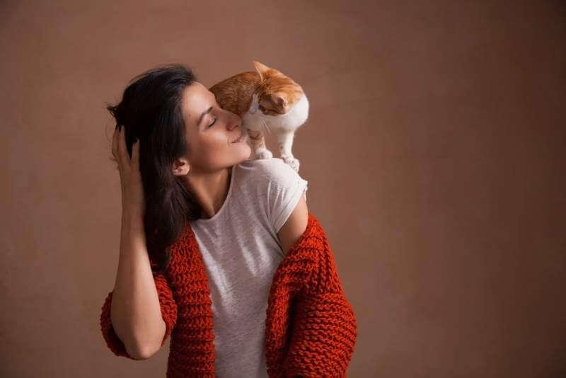little-kitten-on-woman-shoulder