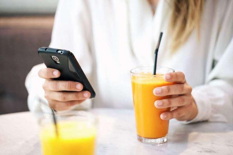 orange-juice-texting