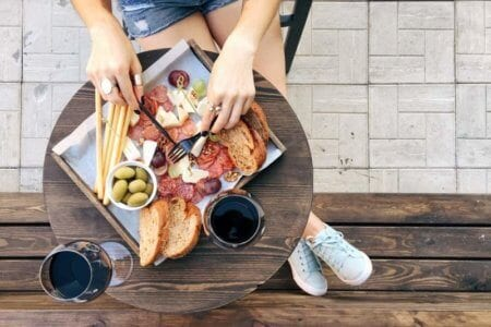 woman-eating-snacks-for-red-wine